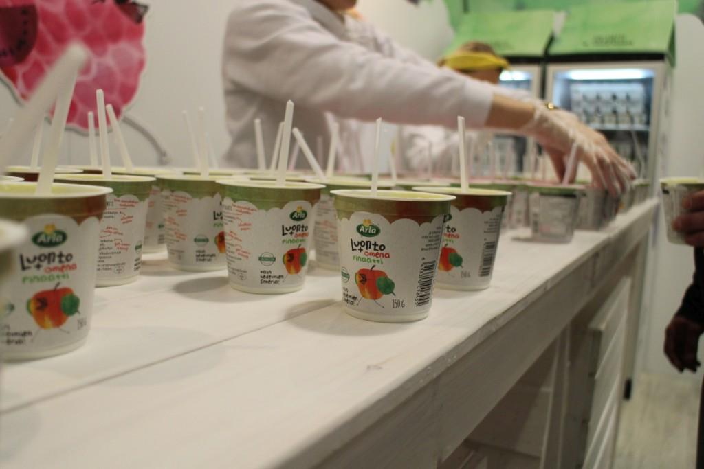 Messuvälipalaa, eli Arlan luonto+ jogurtteja. Näissä ei ole lisättyä sokeria.