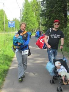 Triathlon isien matka parkkipaikalle on pitkä.  Kuva: Leena Seppälä